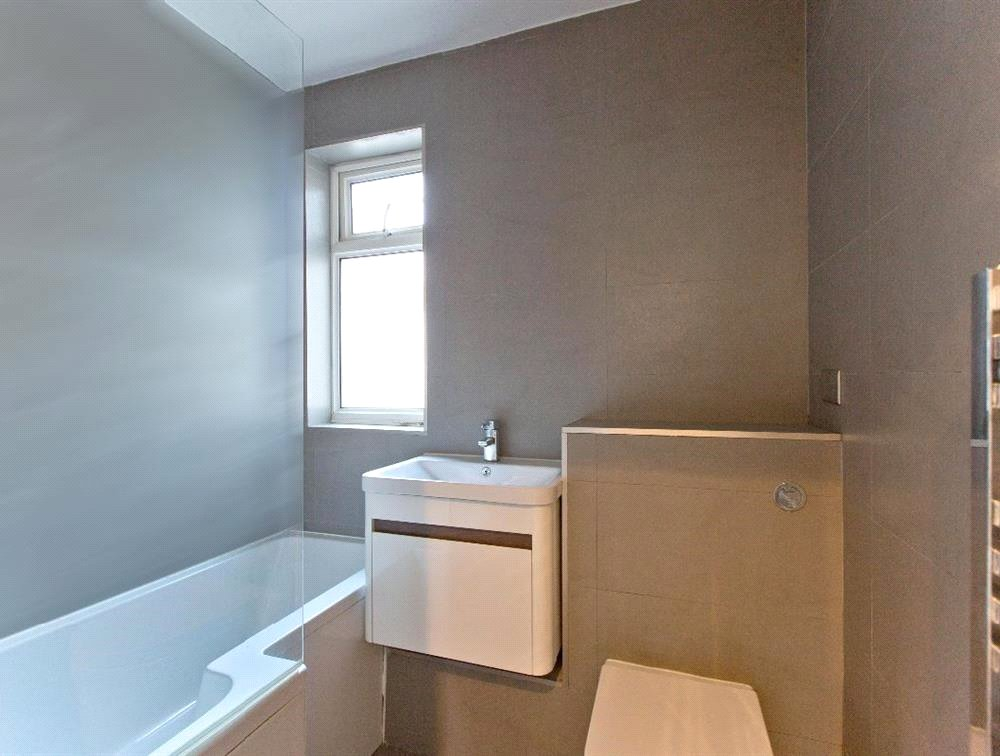 3 bed maisonette for sale in South Norwood 3