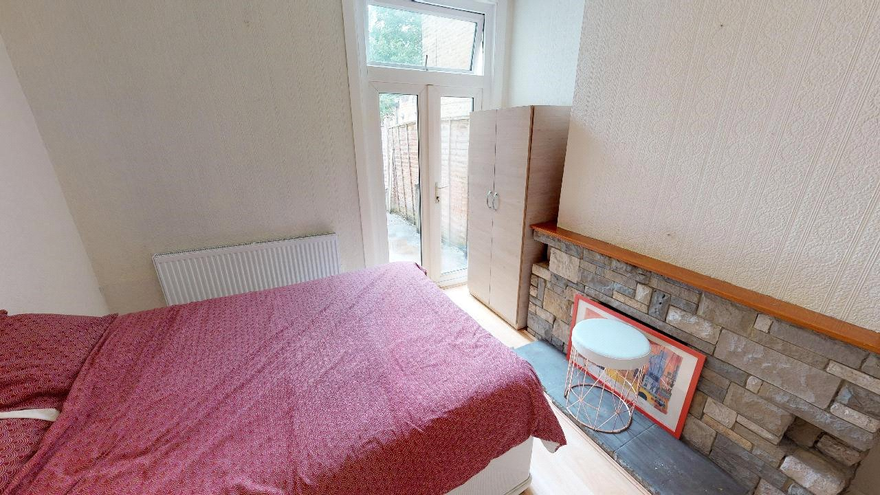 3 bed house for sale in Mitcham 6