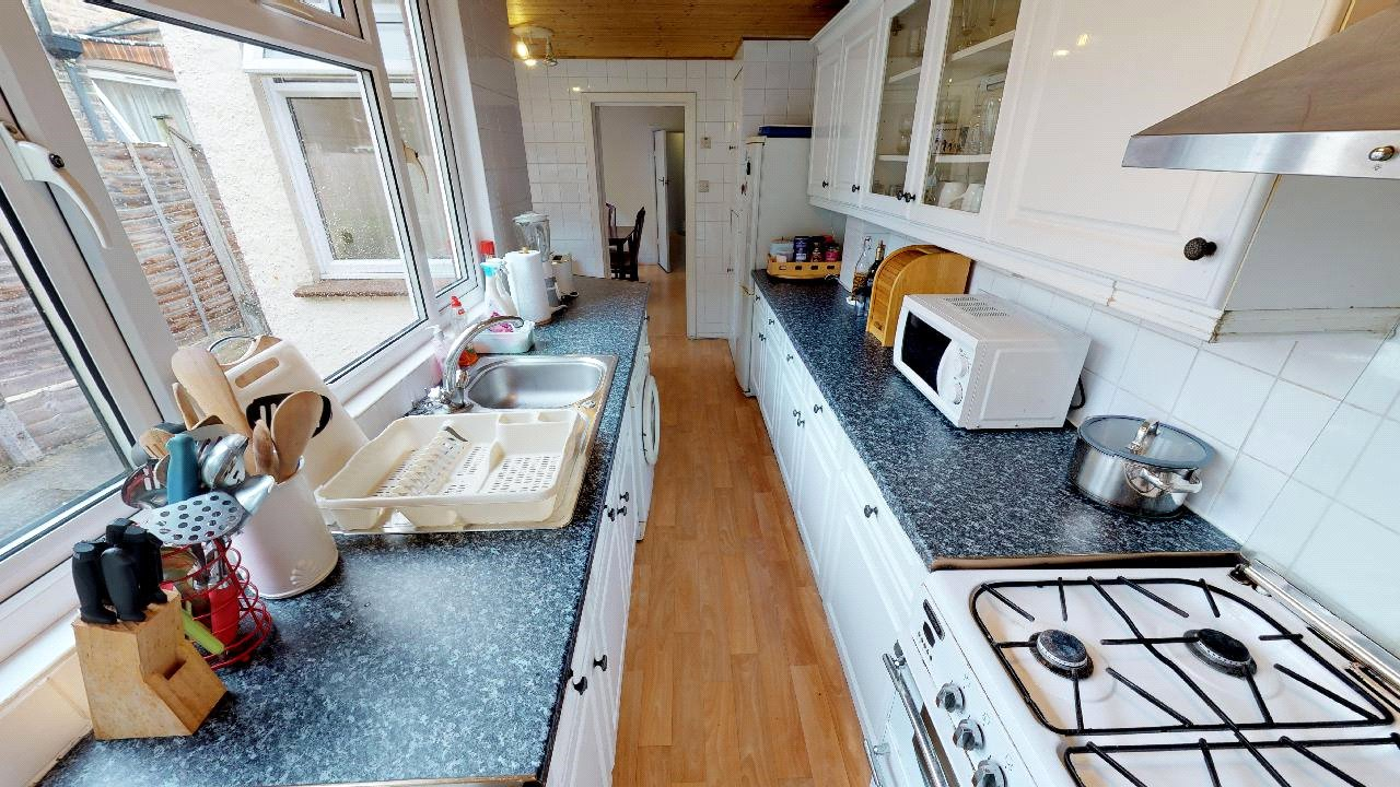 3 bed house for sale in Mitcham 3