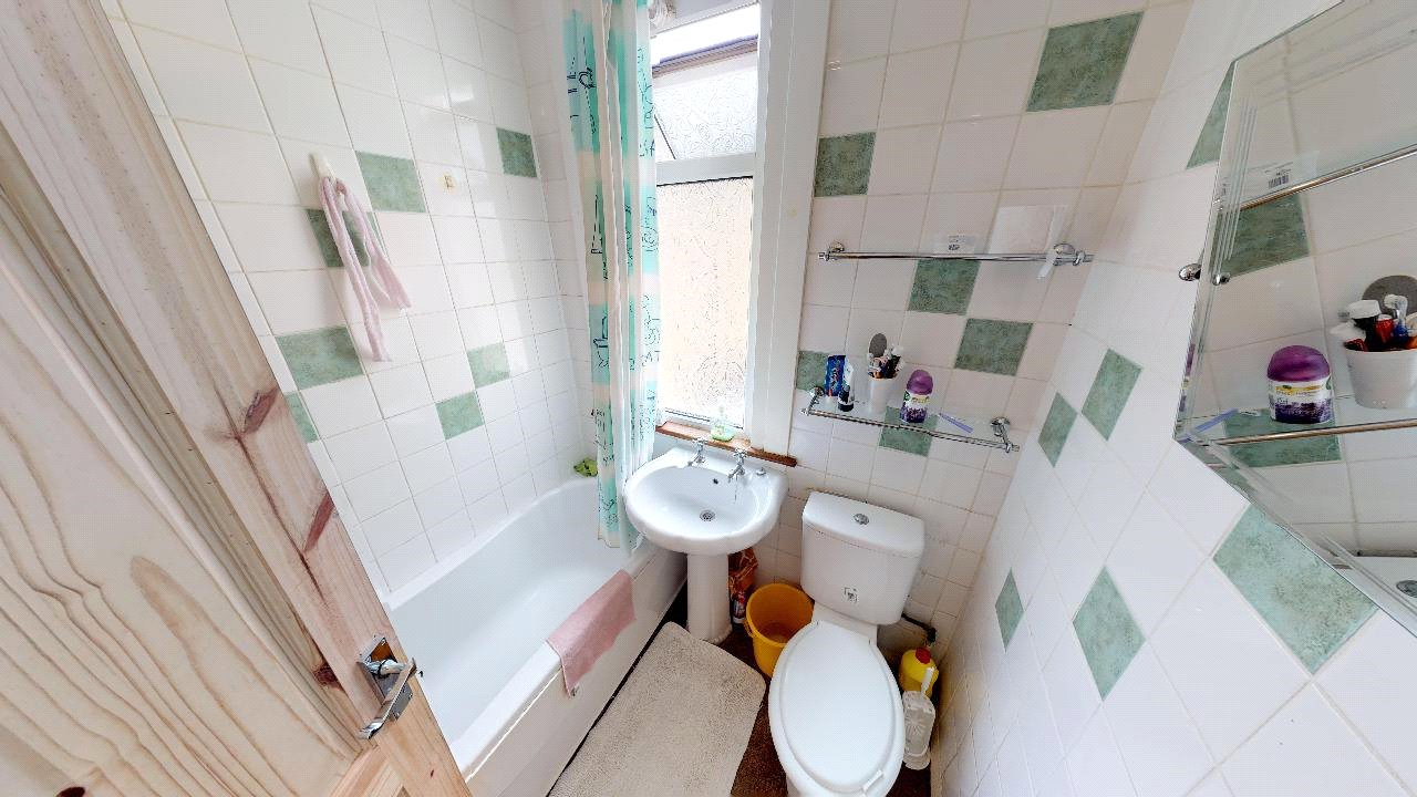 3 bed house for sale in Mitcham 9