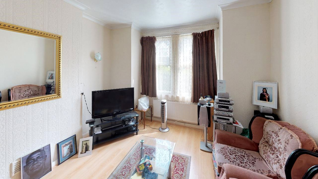 3 bed house for sale in Mitcham 0