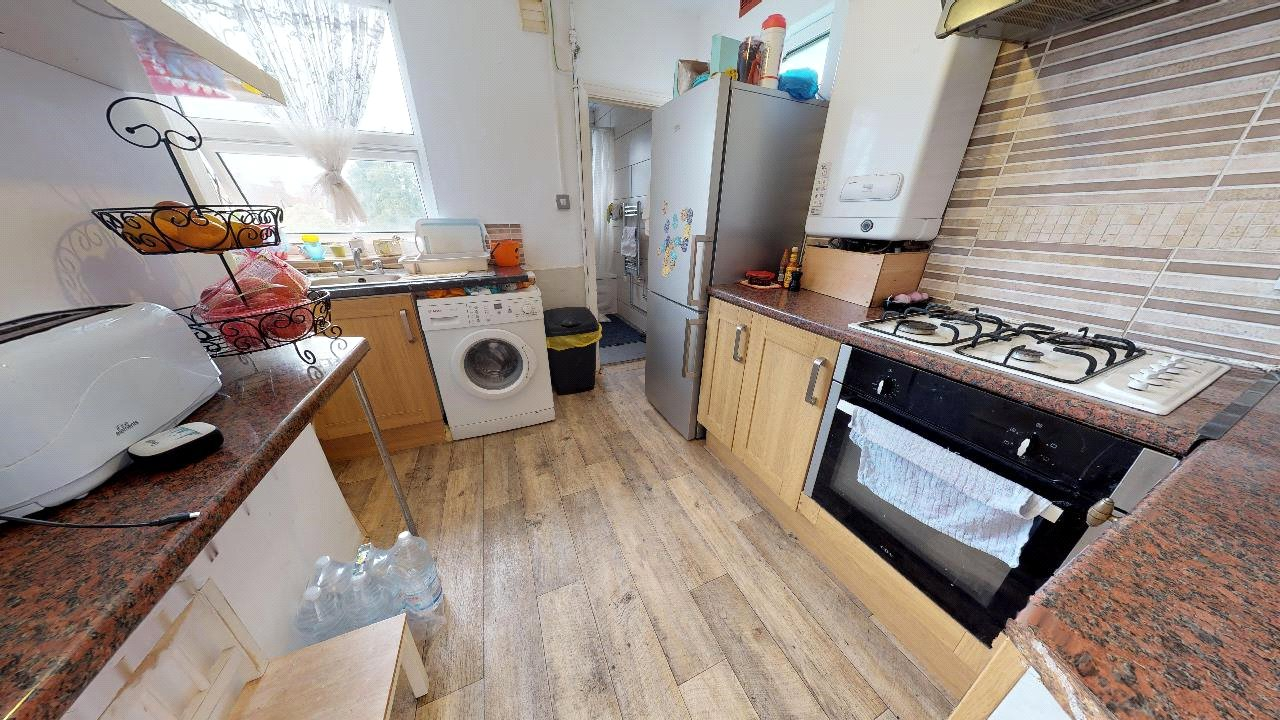 2 bed maisonette for sale in Pollards Hill 0