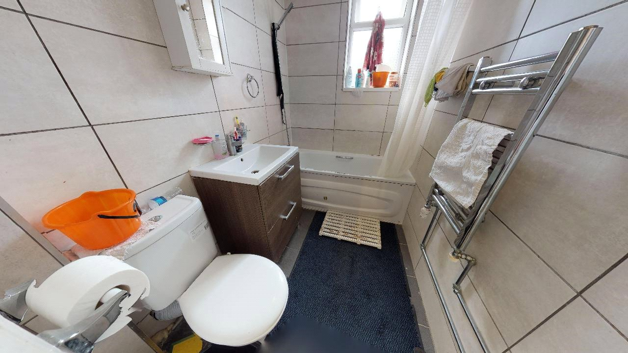 2 bed maisonette for sale in Pollards Hill 4