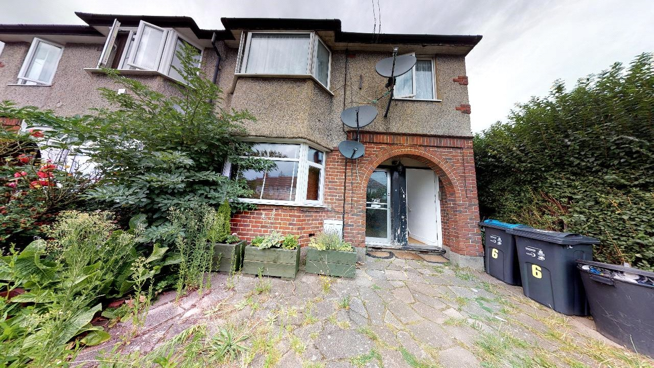 2 bed maisonette for sale in Pollards Hill 1