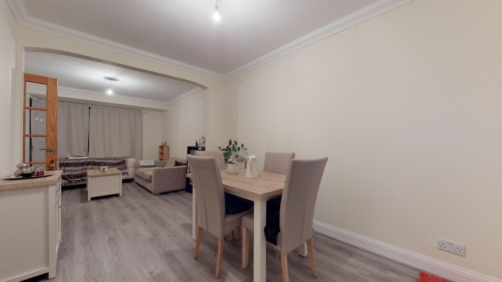 3 bed for sale in London  - Property Image 2