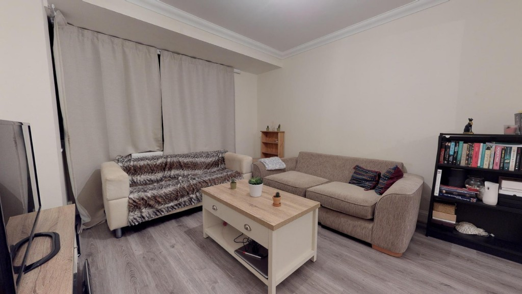 3 bed for sale in London 3