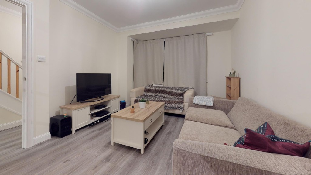 3 bed for sale in London  - Property Image 9