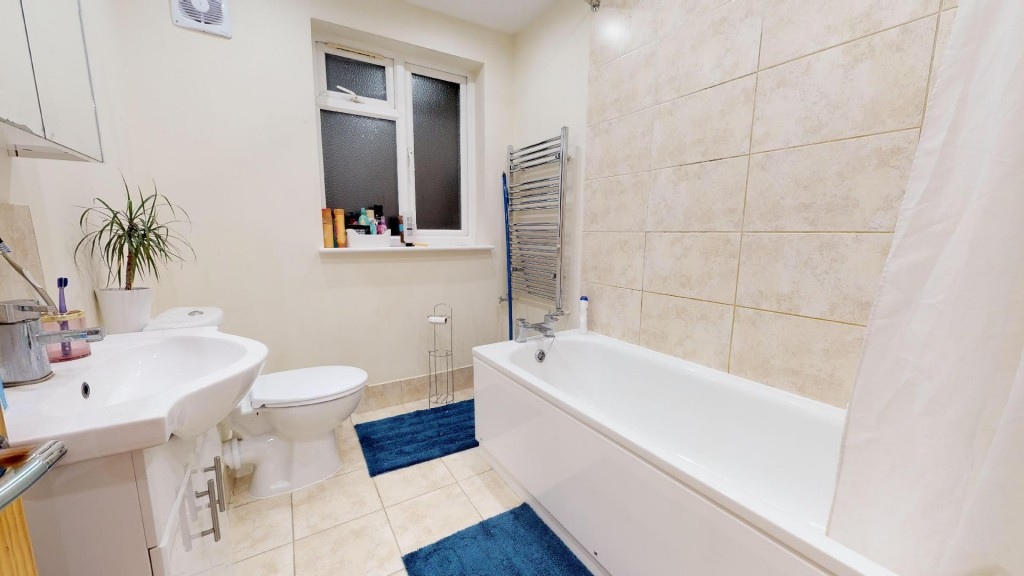 3 bed for sale in London 8
