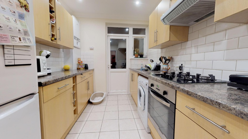 3 bed for sale in London 9