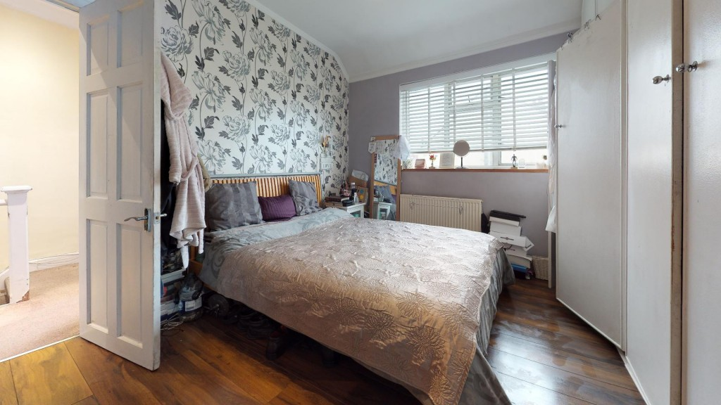 3 bed for sale in London 0