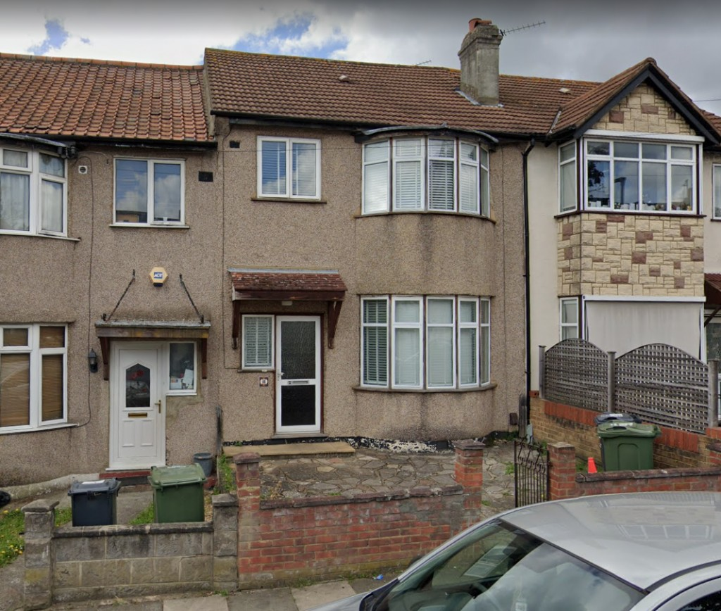 3 bed for sale in London  - Property Image 5