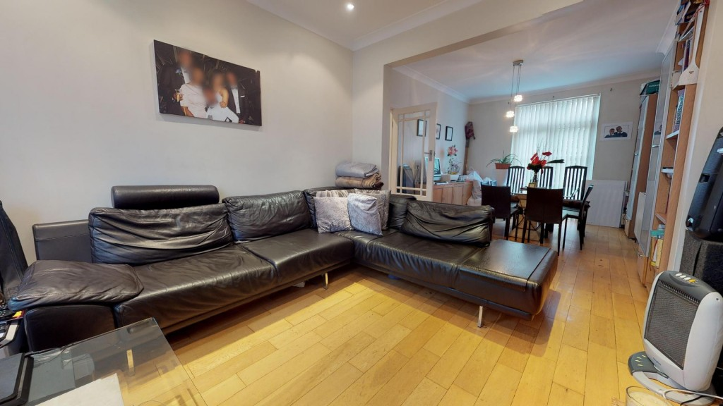 3 bed for sale in London 2