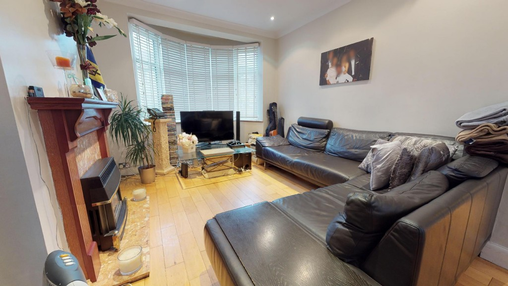 3 bed for sale in London 4