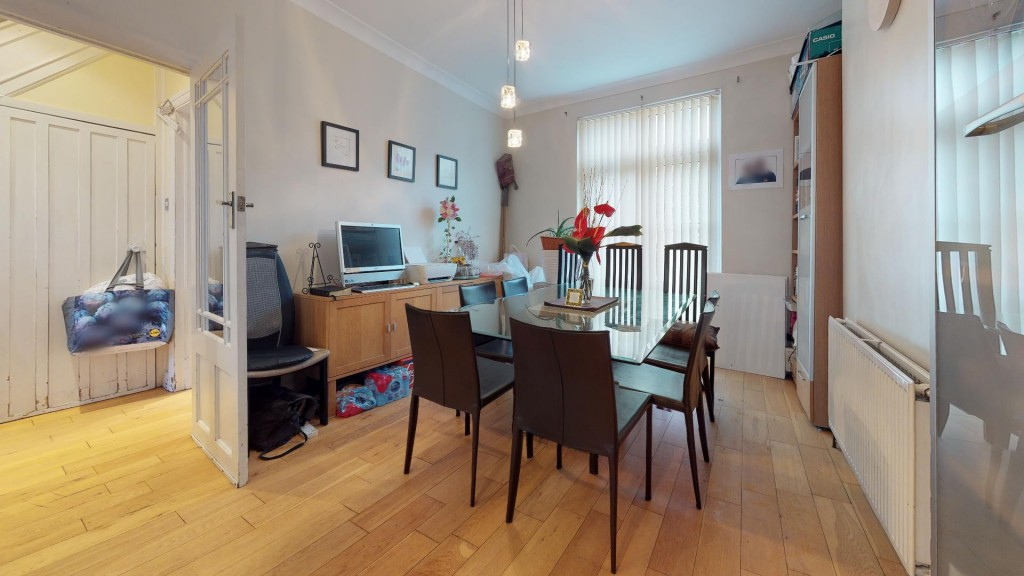3 bed for sale in London 5