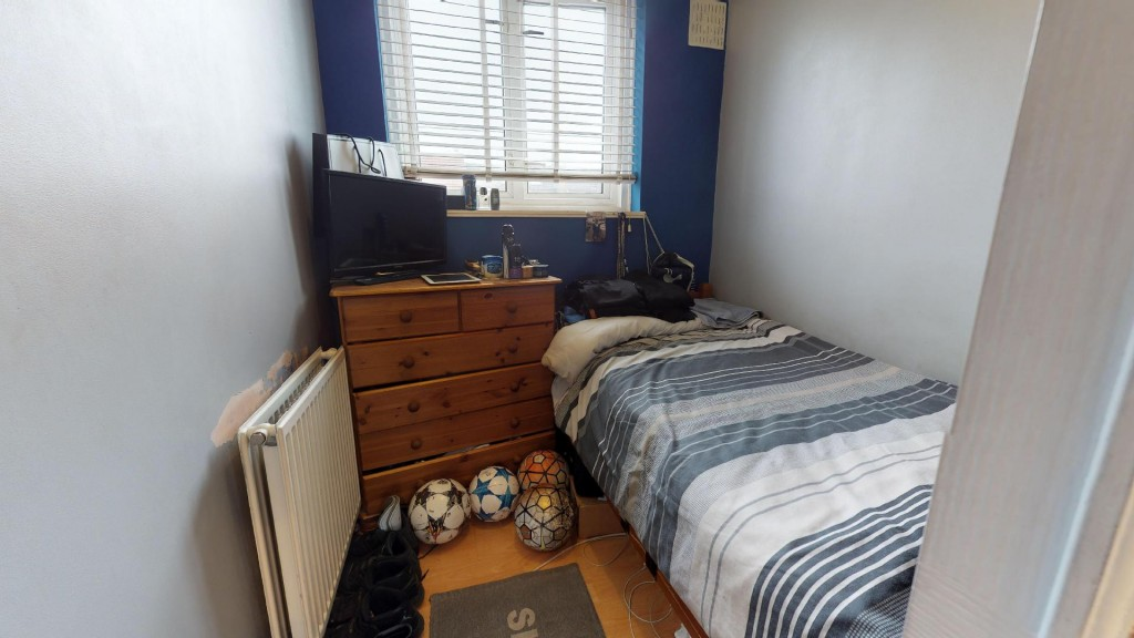 3 bed for sale in London  - Property Image 10