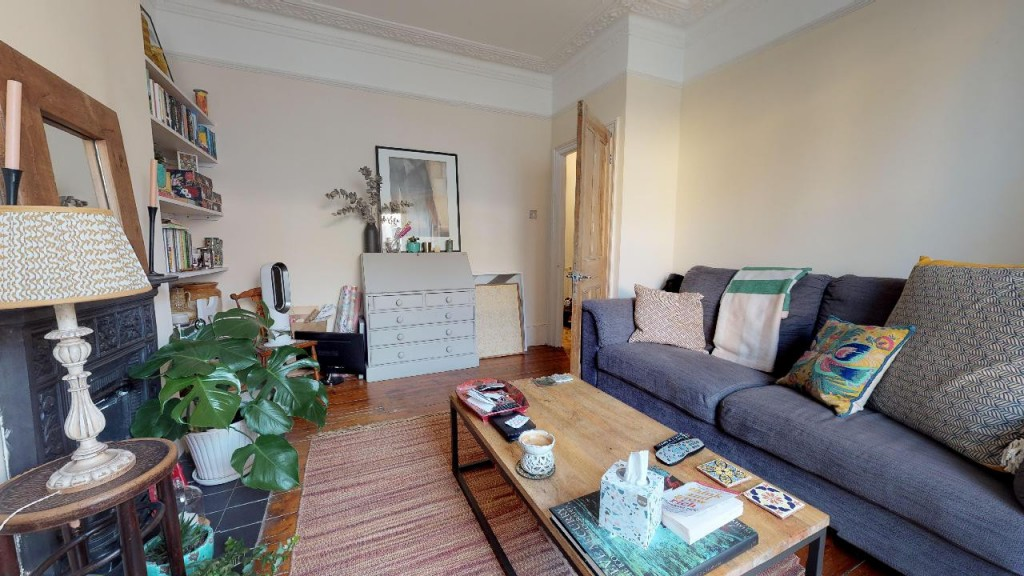1 bed apartment for sale in Brixton Hill 2
