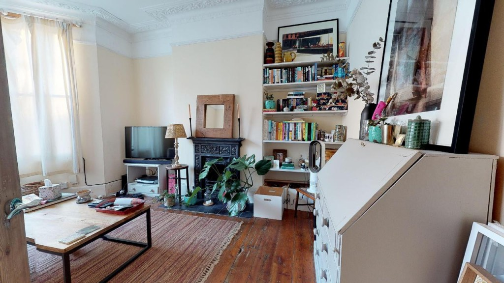 1 bed apartment for sale in Brixton Hill 3
