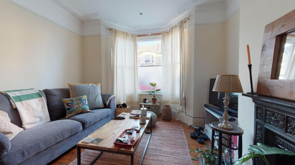 1 bed apartment for sale in Brixton Hill 4