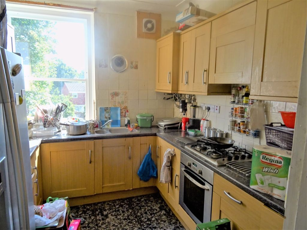 4 bed for sale in London 3