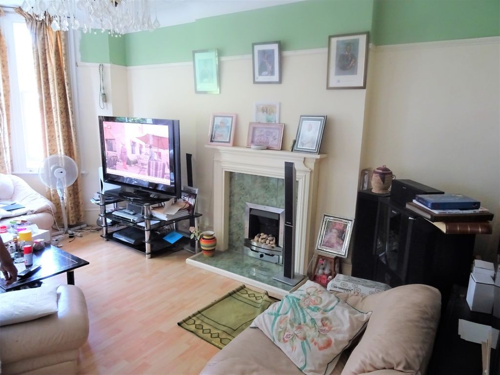 4 bed for sale in London 4