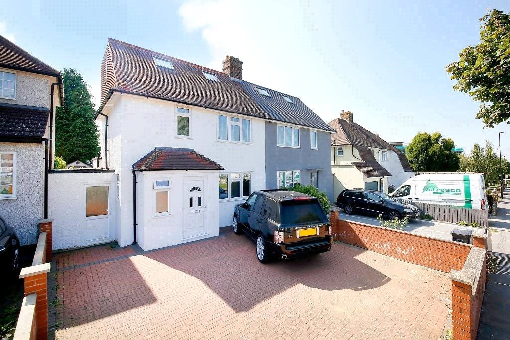 3 bed for sale in Croydon  - Property Image 2