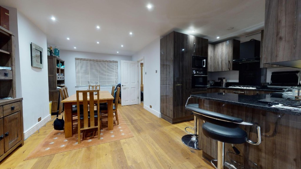 3 bed for sale in Croydon 6