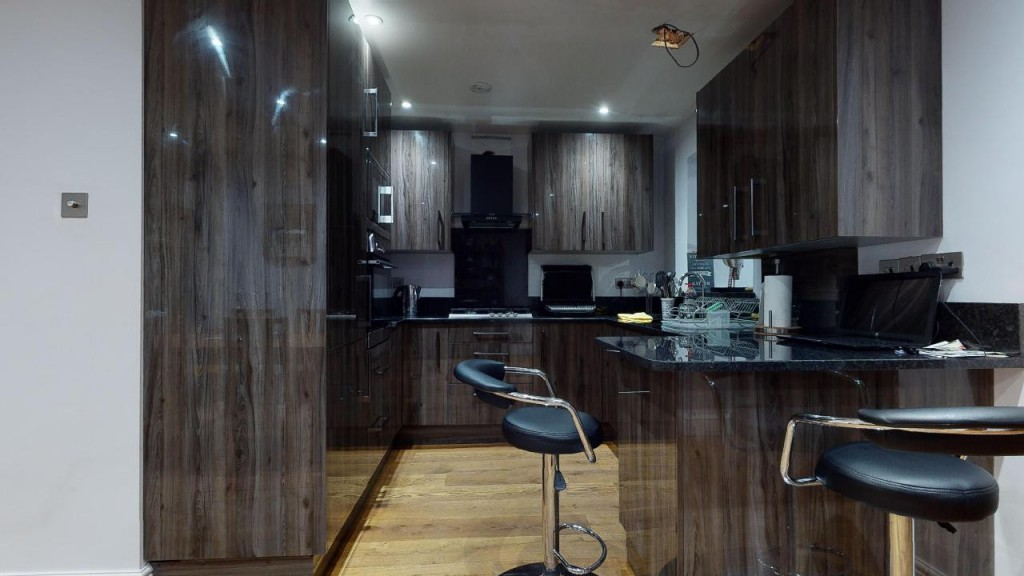 3 bed for sale in Croydon  - Property Image 11
