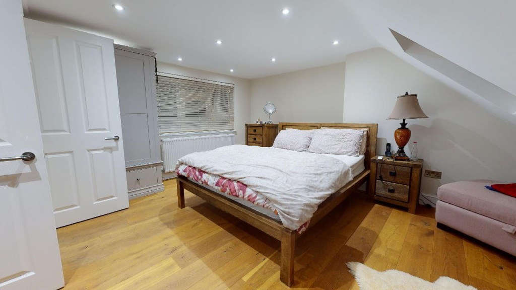 3 bed for sale in Croydon 13