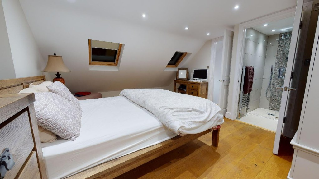 3 bed for sale in Croydon  - Property Image 13