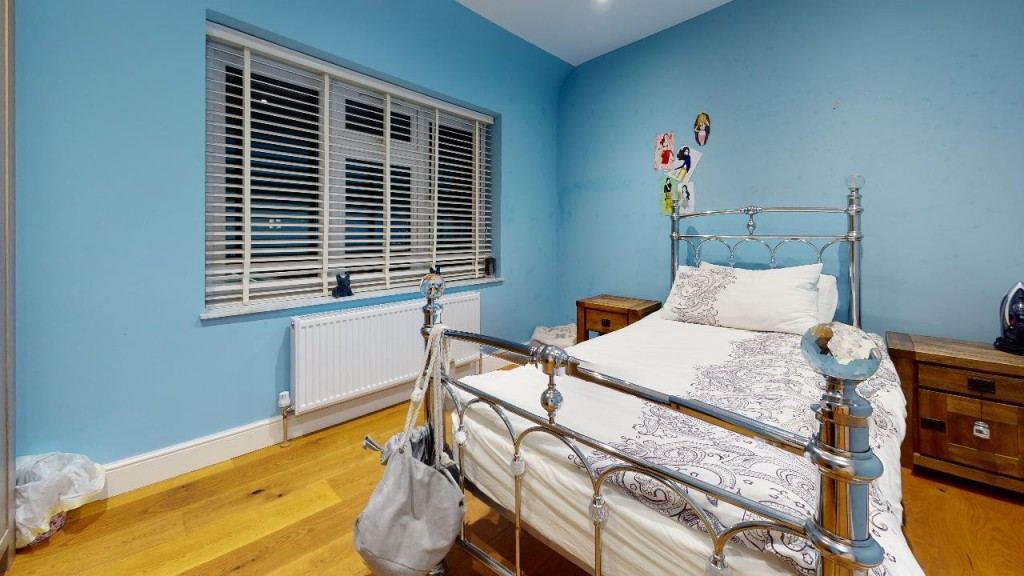 3 bed for sale in Croydon 18