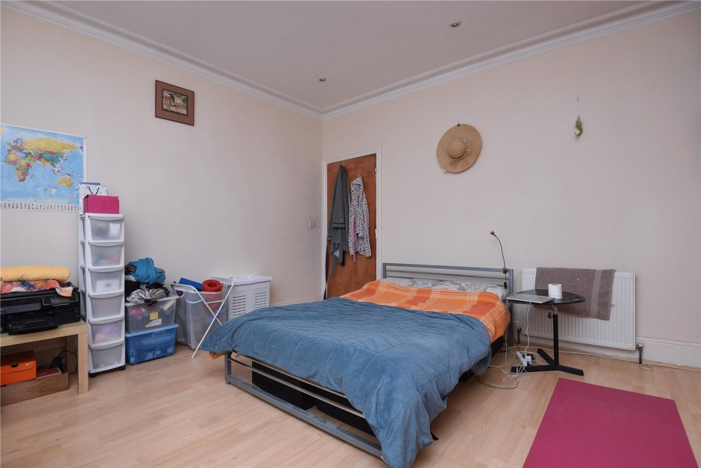 5 bed for sale in London 2