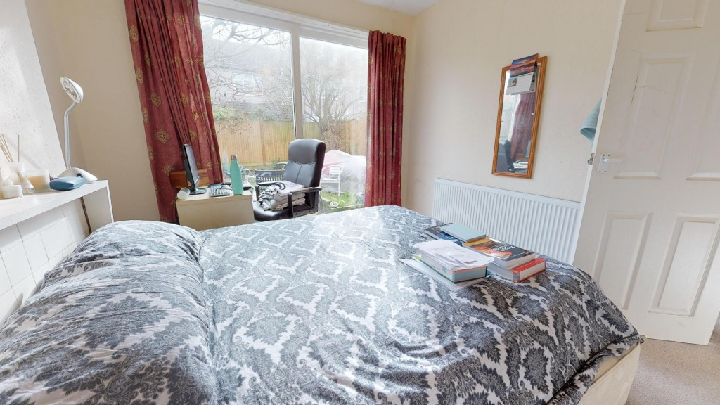 3 bed for sale in London  - Property Image 7