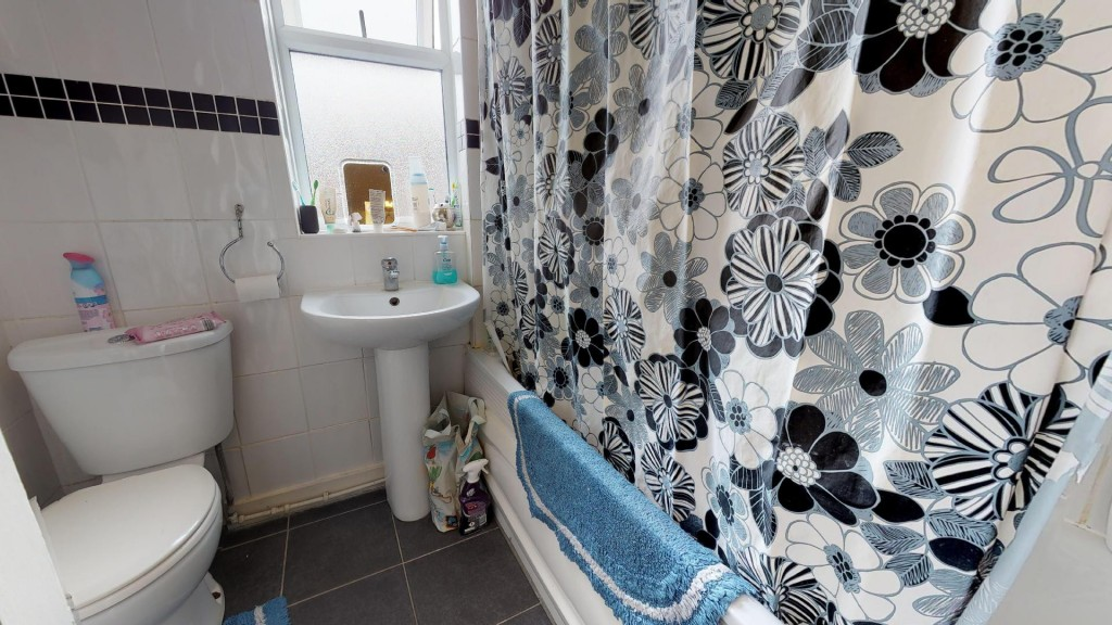 3 bed for sale in London 6