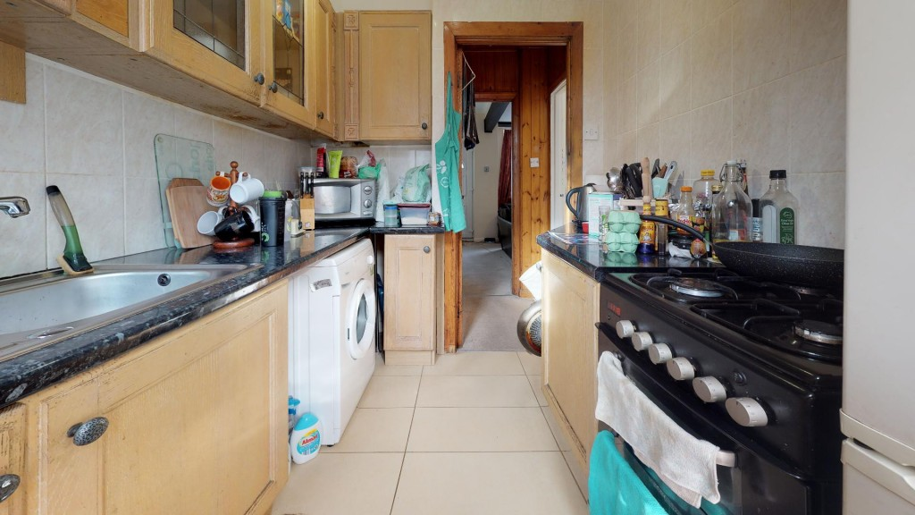 3 bed for sale in London  - Property Image 11