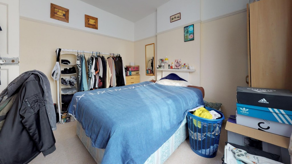 3 bed for sale in London 11