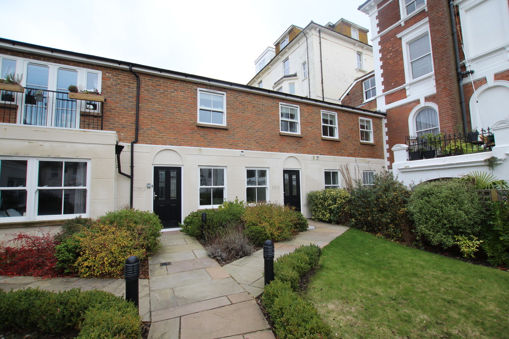 2 bed flat to rent in St. Johns Road, St. Leonards-on-Sea  - Property Image 1