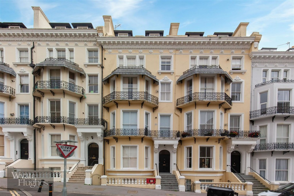 1 bed flat to rent in Warrior Square, St. Leonards-on-Sea  - Property Image 1