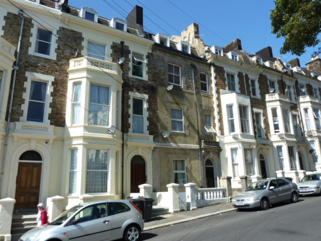 A spacious one bedroom ground floor flat located just a short walk to mainline railway and St Leonards Seafront. The property comprises living room, kitchen, and bathroomVideo tour: https://view.ricohtours.com/6c79343c-406d-47db-8c1d-05e2c0a01526Terms: Holding deposit (part of first month's rent): £115.00 First months' rent: £500.00 Deposit: £500.00