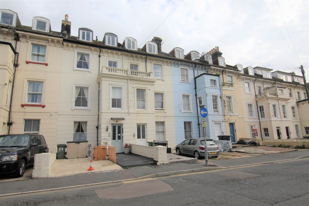 A lovely one bedroom top floor flat benefitting from being only a minutes' walk away from Hastings mainline railway station and Hastings Town Centre. The property also benefits from having a modern shower room/WC, modern fitted kitchen, electric heating, part double glazing.Terms: Holding deposit: £120.00 First months' rent: £525.00 Deposit: £525.00 Minimum annual income: £15,750.00