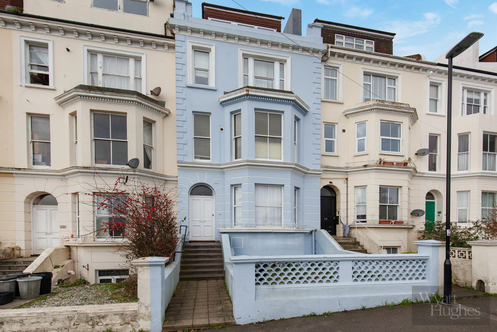 This one bedroom first floor flat, forming part of this attractive bay fronted period building is in the process of being newly decorated and carpeted throughout. Situated within easy walking distance of St Leonards town centre with its wide range of amenities including local coffee shops, galleries, cafes, restaurants and independent stores, not to mention the seafront and the mainline railway station at Warrior Square with direct links to London.Terms: Holding deposit (part of first months rent): £150 Rent: £650 Deposit: £650 Minimum Annual Income: £19,500