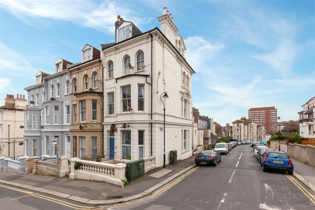 2 bed flat to rent in Church Road, St. Leonards-on-Sea - Property Image 1