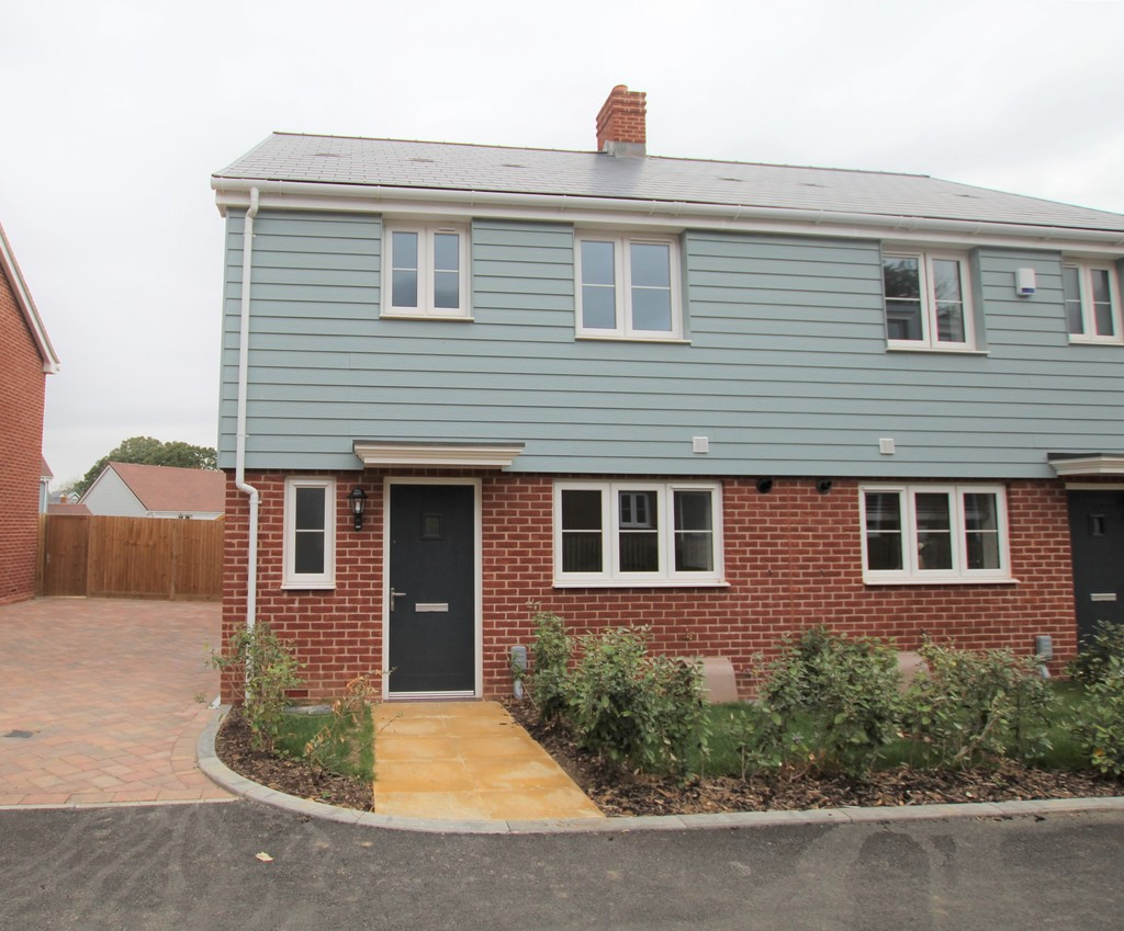 A selection of newly built three bedroom family homes, situated in the Foundry Meadows estate in Bexhill. These properties benefit from having downstairs WCs, en-suites in master bedrooms, rear gardens, allocated parking, double glazing, and gas central heating.Rents starting at £1,200.00.
