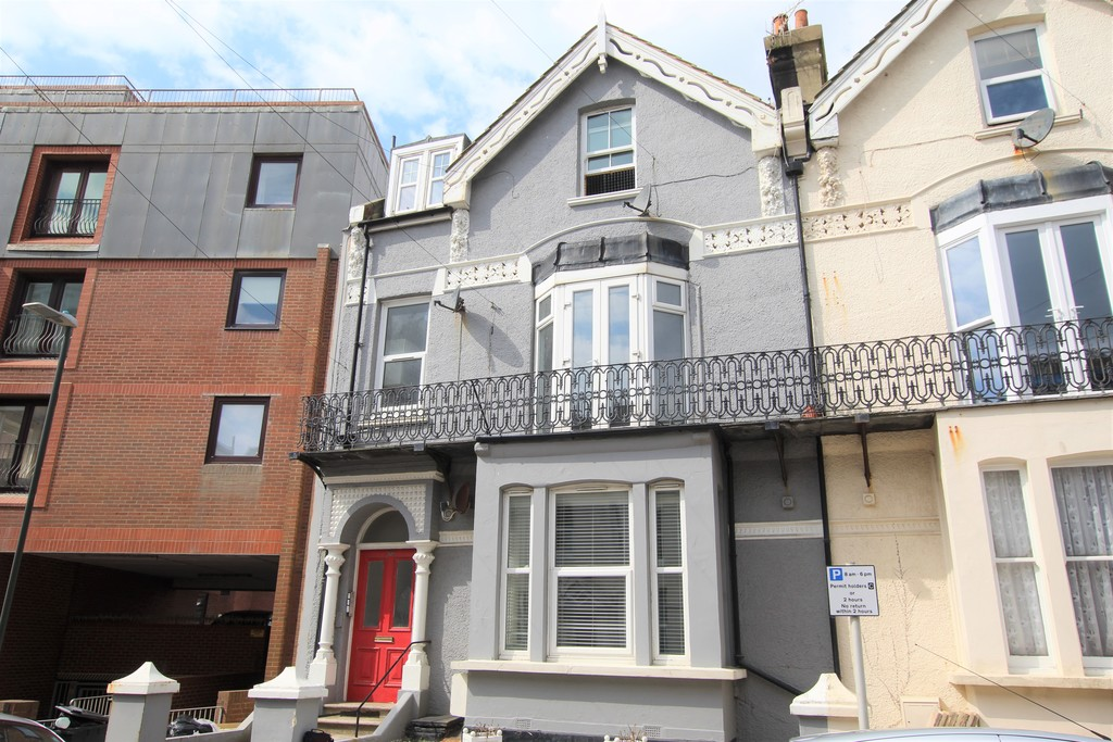 A modern first floor flat, benefiting from two double bedrooms, modern kitchen and bathroom, stunning sea views, a short walk away from Bexhill town and all amenities, and double glazing.Terms: Holding deposit: £200.00 Rent: £900.00 Deposit: £900.00 Minimum annual income: £27,000.00
