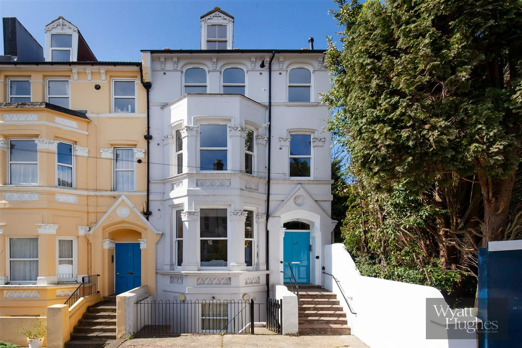 A recently renovated two bedroom FIRST FLOOR FLAT, forming part of this attractive bay fronted building. Situated within easy walking distance of St Leonard's town centre and all its amenities, cafes restaurants, independent shops and the mainline railway station with direct links to London, not to mention the seafront also just a short stroll from your door. The property has been refurbished by the owner offering NEWLY FITTED open plan kitchen and modern bathroom/WC. Other notable features are double glazed sash window and new gas boiler and radiators.Terms: Holding deposit: £200.00 Rent: £900.00 Deposit: £900.00 Minimum annual income: £27,000.00