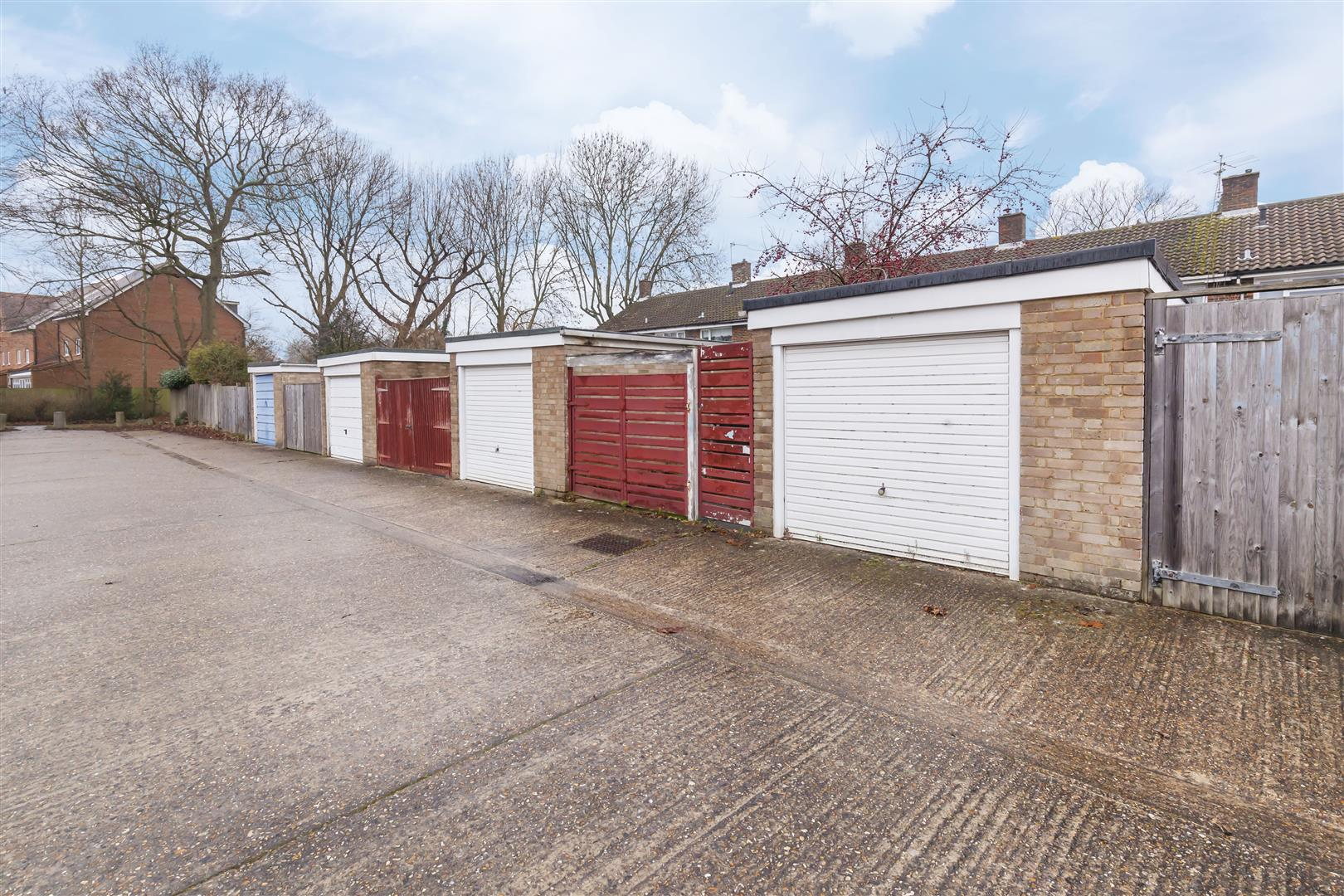 3 bed terraced house for sale in Furnace Drive, Crawley  - Property Image 15