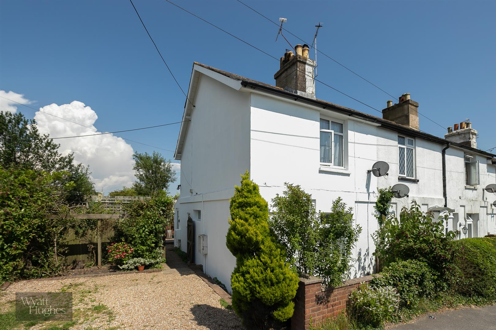 2 bed end of terrace house for sale in Hastings Road, Battle, TN33