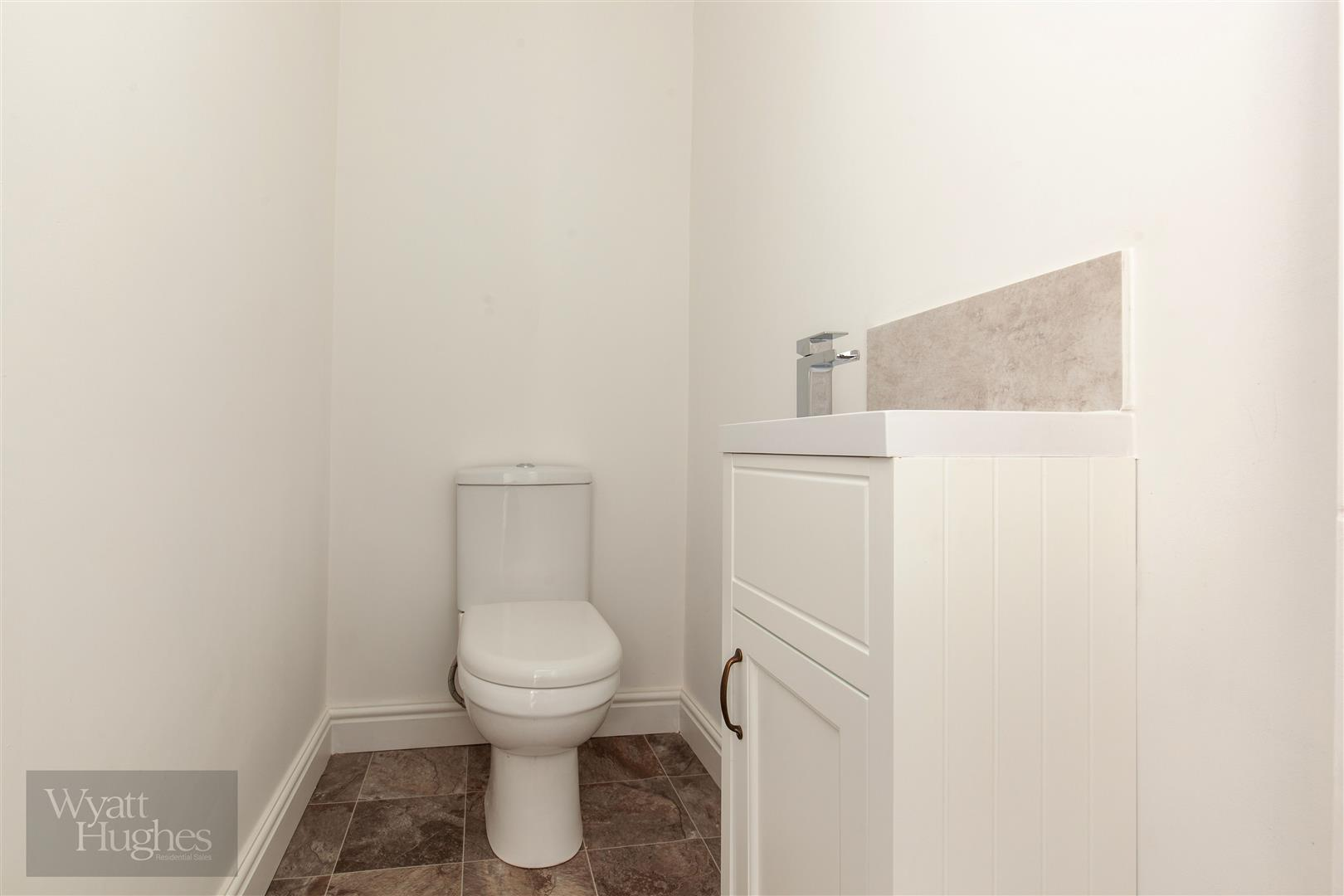 2 bed maisonette for sale in Western Road, St. Leonards-On-Sea  - Property Image 6