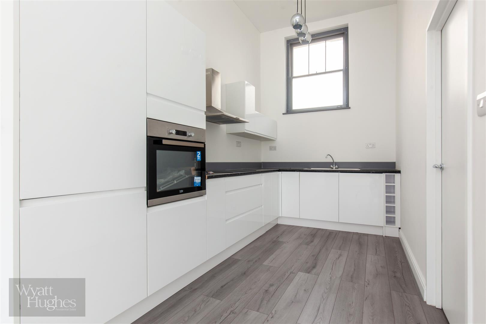 2 bed maisonette for sale in Western Road, St. Leonards-On-Sea  - Property Image 3
