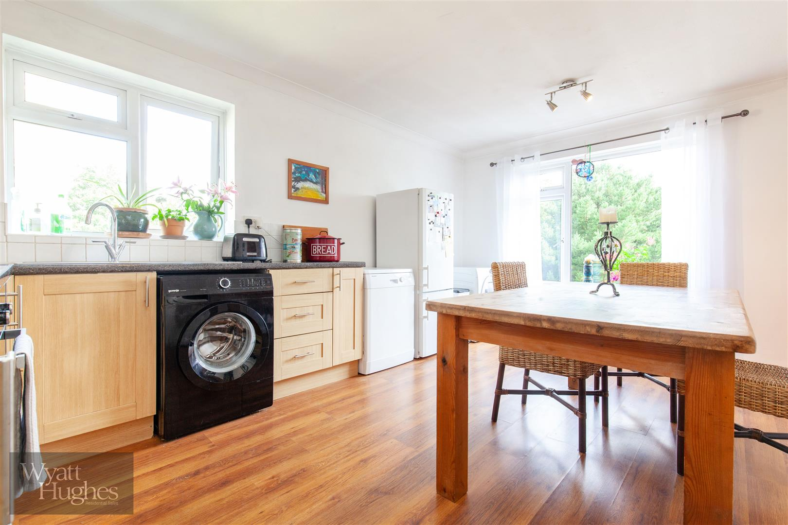 2 bed flat for sale in Dane Road, St. Leonards-On-Sea  - Property Image 3