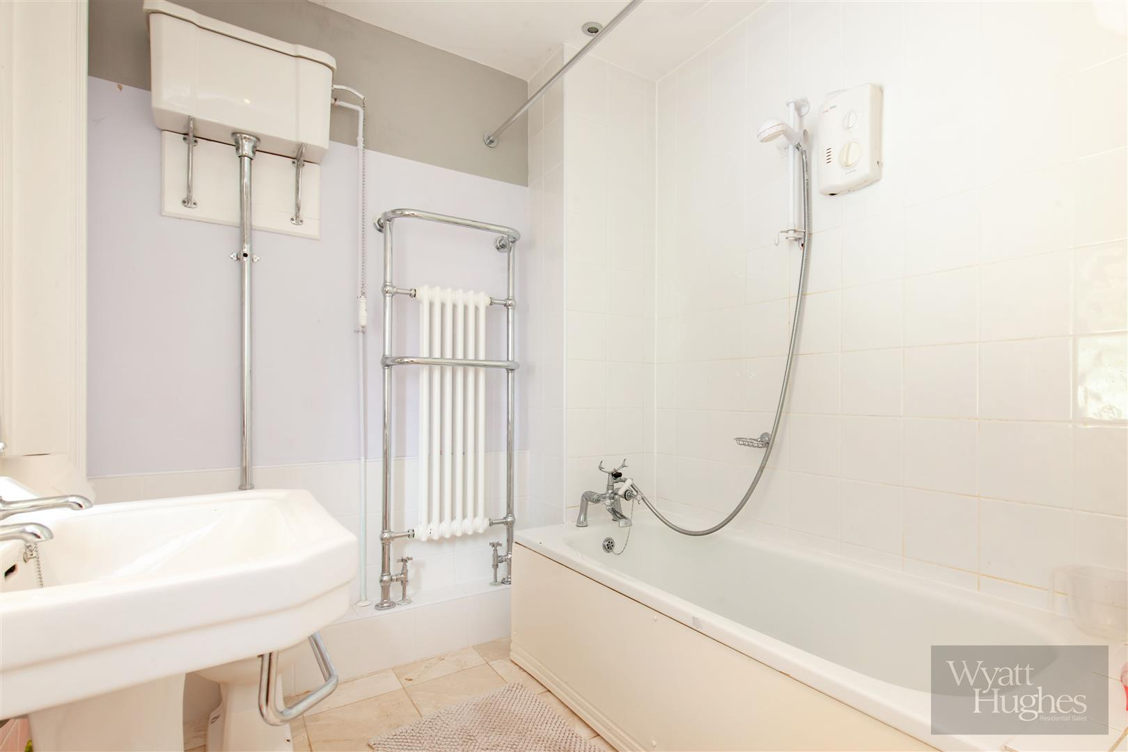 2 bed flat for sale in Pevensey Road, St. Leonards-On-Sea  - Property Image 8